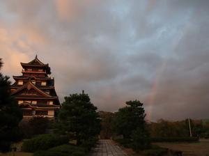 お城と虹と夕焼け1.jpg